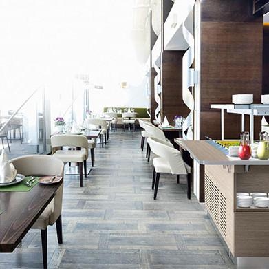 Snygg restaurang med buffé. Colia erbjuder självbetjäningsbufféer, tallriksdispensrar, serveringsvagnar, soppvärmare m.m.